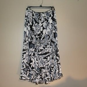 NWT Flowered Notations Skirt Size Med Petite